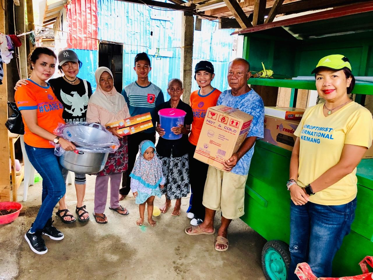 Palu delivery of 700 care packs 2